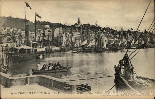 Le Port a Maree Haute Trouville-Sur-Mer France